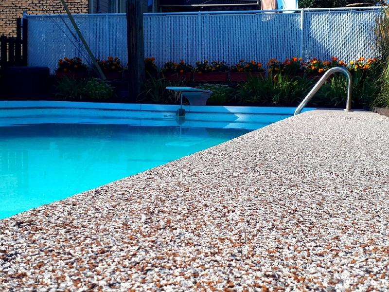 revêtement caoutchouc piscine sécuritaire